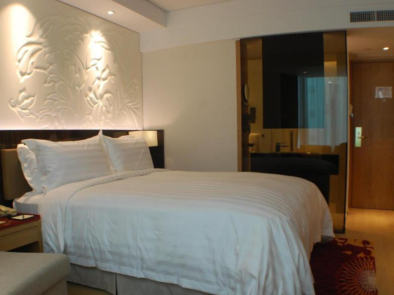 wharney guang dong hotel review